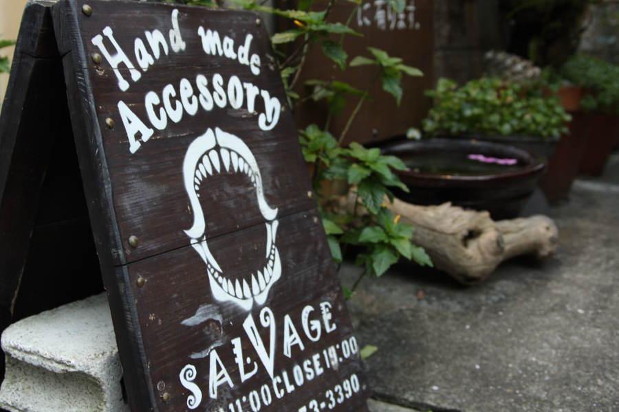 SALVAGEの看板